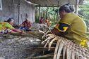 """Futuna : tradition de la confection du """"tapakau"""""""