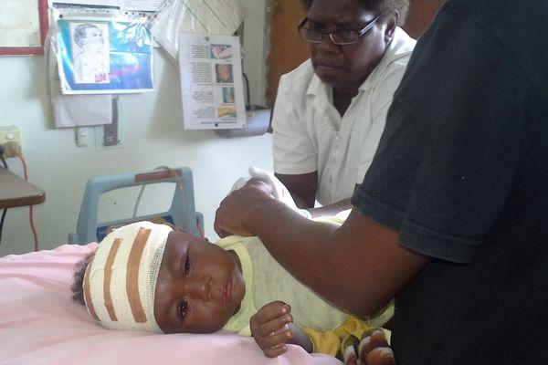 bébé blessé évacué