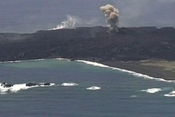 L'île volcanique japonaise apparue en novembre continue de grossir