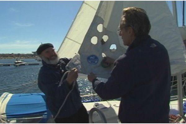 Jésus Liero a équipé son bateau d'une voile spéciale