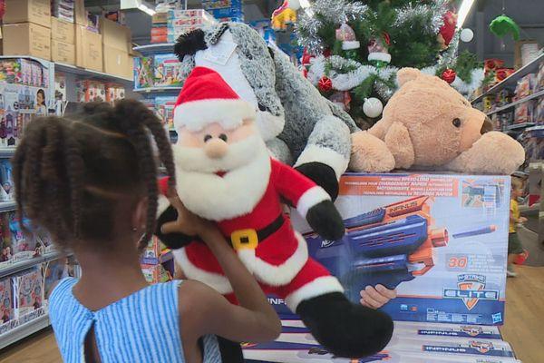 Les jouets retournent chez le Père Noël