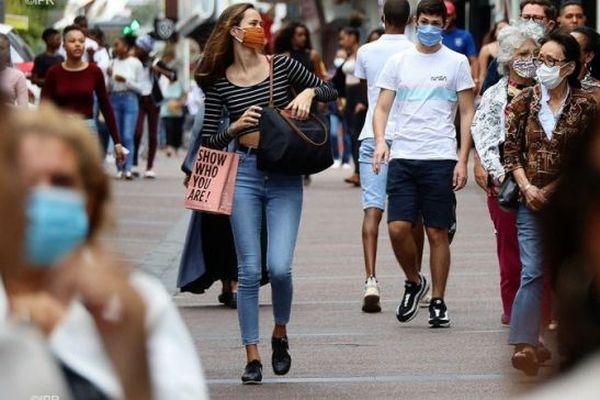 Port du masque à l'extérieur à la réunion durant l'épidémie de coronavirus