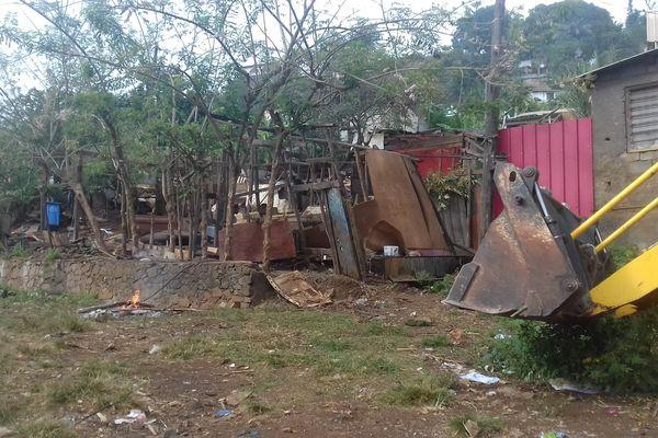 Destruction d'habitations illégales à Kawéni