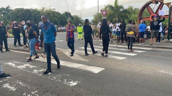 Mobilisation de parents d'élèves à La Boucan 04.03.2021