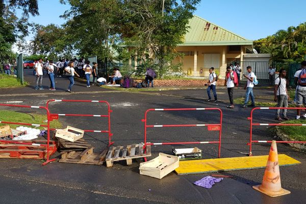 Le lycée Agricole bloqué