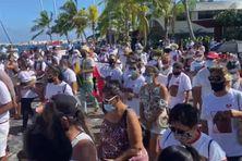 Environ 200 personnes, selon la police, ont marché à Papeete pour soutenir la famille Moke.