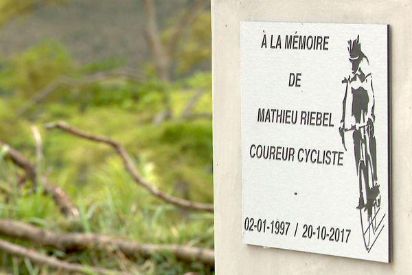 Tour cycliste 2018: stèle de Mathieu Riebel