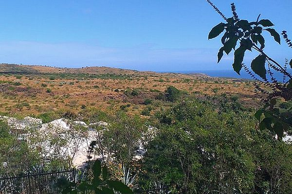 Plateau-Caillou ciel bleu