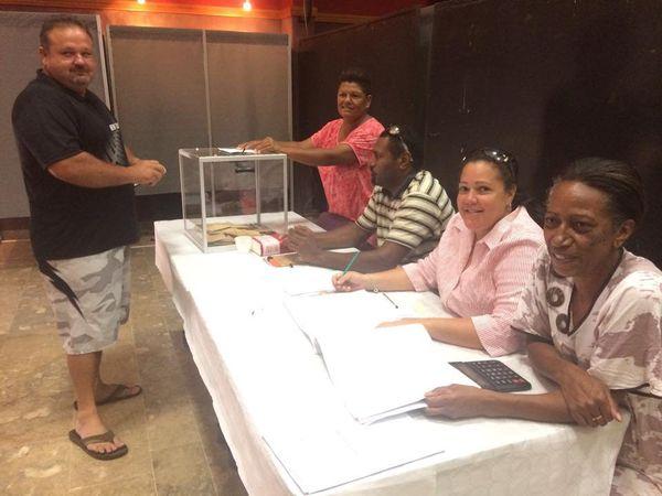 Election. Bureau de vote. Assesseurs. La Foa