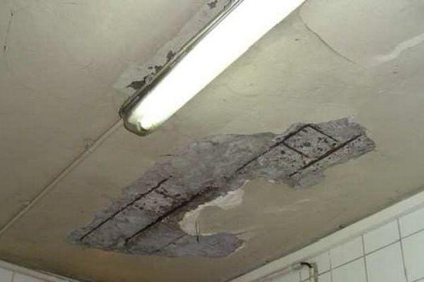 Plafond vétuste d'une cuisine