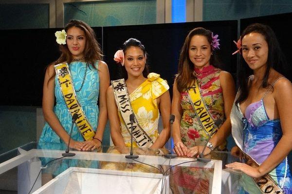 Miss Tahiti et ses dauphines dans les studios de Polynésie 1ère