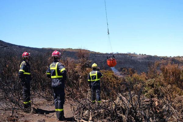 incendie du Maïdo renfort sapeurs pompiers sur le terrain UIISC7 novembre 2020