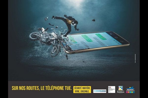 Sécurité routière campagne de prévention téléphone au volant deux-roues