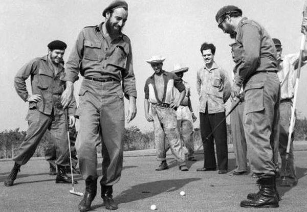 Fidel et le Che jouent au golf
