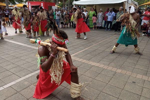 danse traditionnelle kanak place de la marne