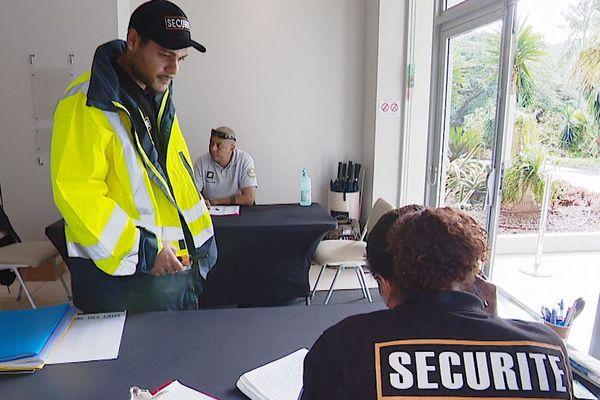 Agent de sécurité dans un hôtel, coronavirus, mai 2020