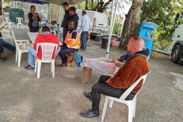 Les transporteurs campent devant les bureaux de la Région Réunion depuis le 21 juillet.