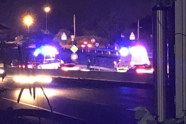 Une collision entre deux véhicules a provoqué la mort d'un homme à La Possession la nuit dernière