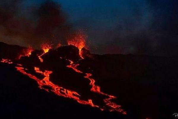 L'éruption du Piton de la Fournaise, le 12 août 2019.