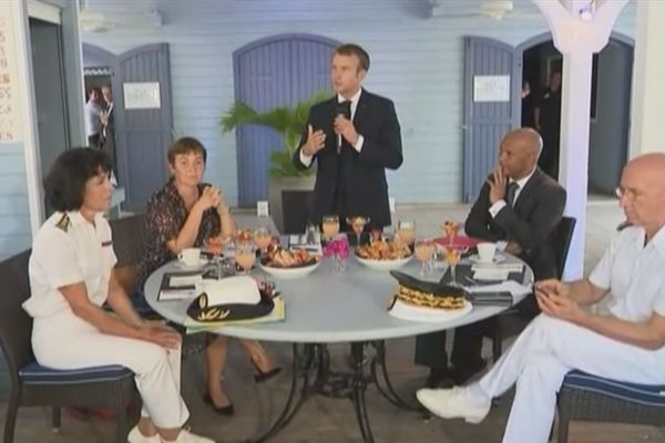 Emmanuel Macron devant les sociio-Professionnels