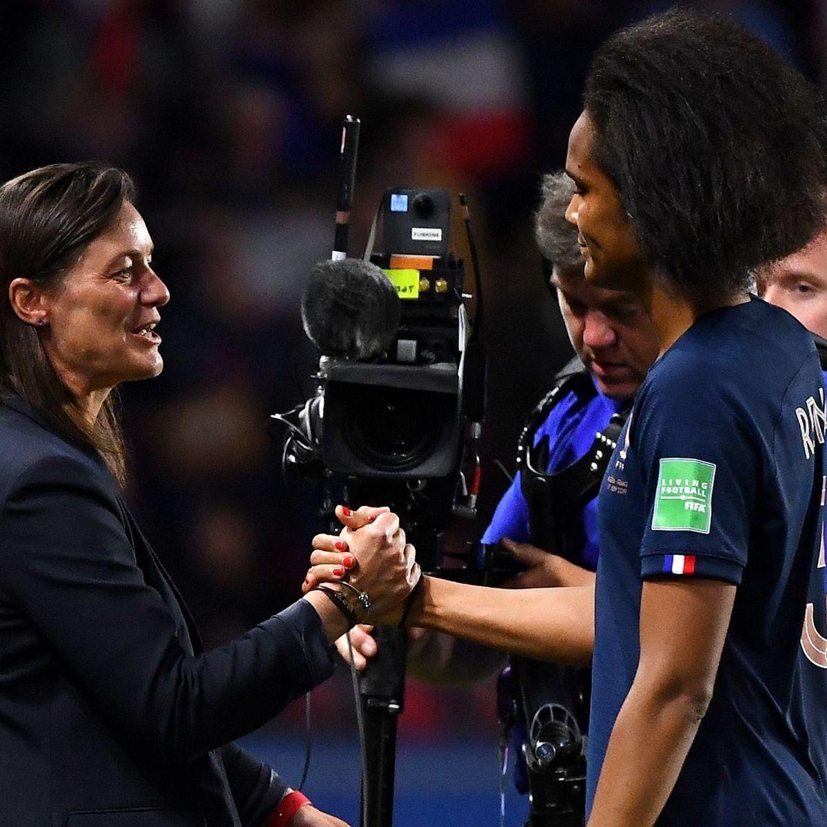 """Football : Corinne Diacre et Wendie Renard ont eu une """"franche discussion"""" après les critiques de la Martiniquaise"""