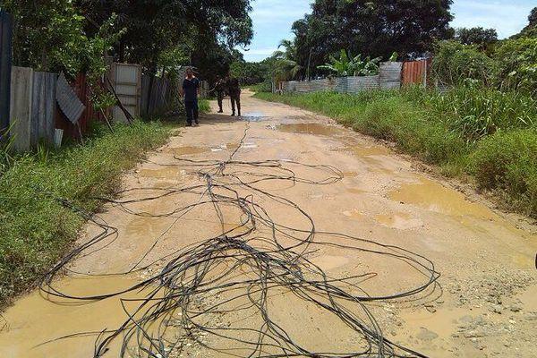 Opération coupure de câbles électriques