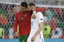 Doubles buteurs, Cristiano Ronaldo et Karim Benzema, les anciens coéquipiers sous le maillot du Real Madrid, poursuivent leur parcours dans l'Euro, le 23 juin 2021.