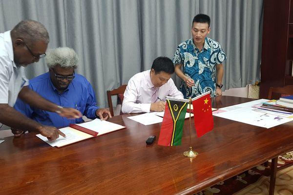 Vanuatu : la Chine apporte son aide financière aux victimes du volcan Ambaé