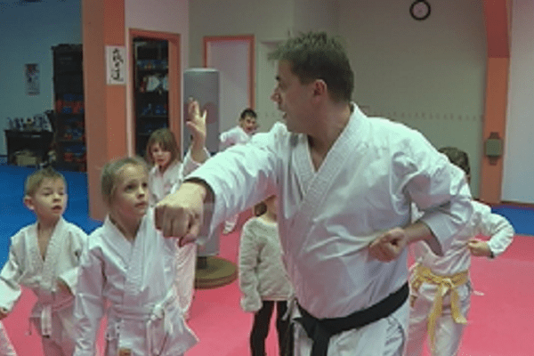 Le karaté club saint-pierrais initie les 5/7 ans aux bases de la discipline