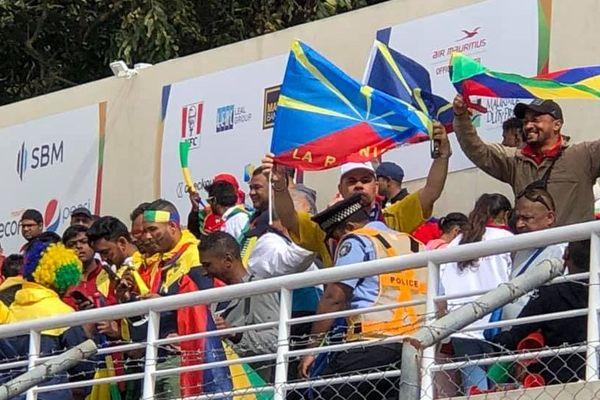 Les Réunionnais dans le public pour la finale de football.