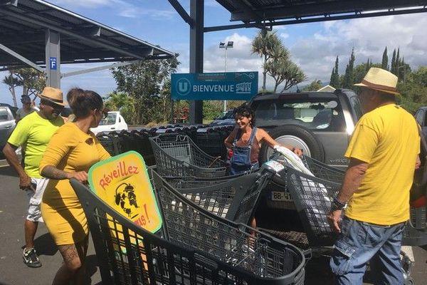 gilets jaunes anniversaire occupation supermarché au Tampon 171119