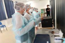 Campagne de tests de dépistage antigeniques organisée par le rectorat au lycée Hinglo du Port