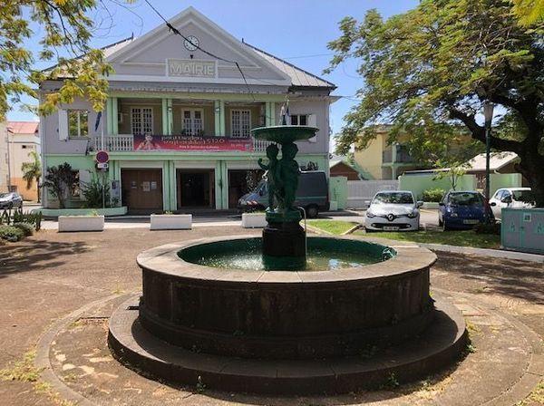 La mairie à l'entrée de la ville