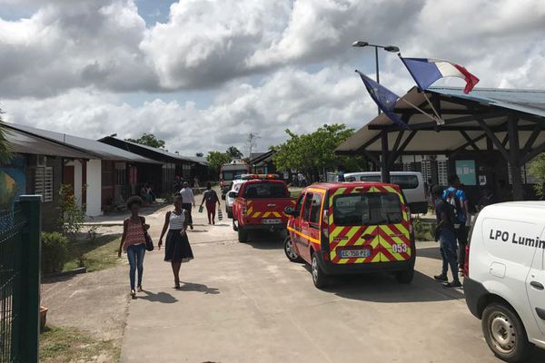 Les pompiers ont été alertés un peu après 10 heures, par la direction du lycée Lumina Sophie