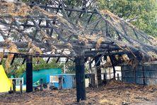 Le faré du CNC au lendemain du feu.