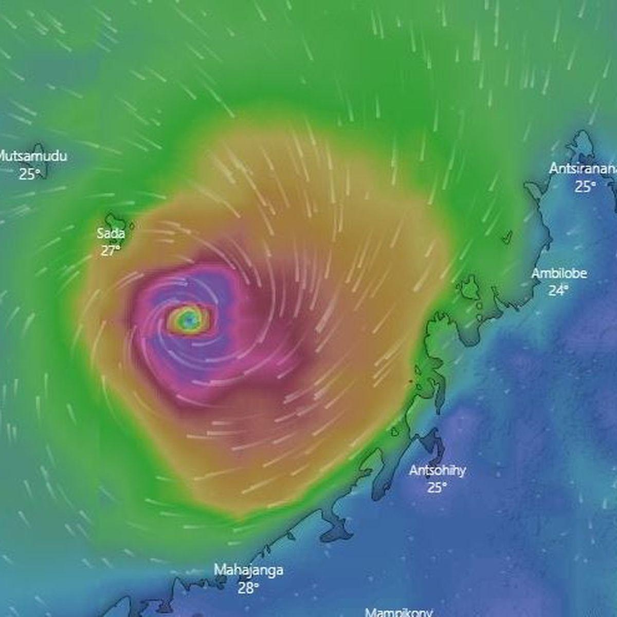 Le cyclone Belna est passé 100 kilomètres au large de Mayotte, l'alerte rouge sera levée dans la nuit