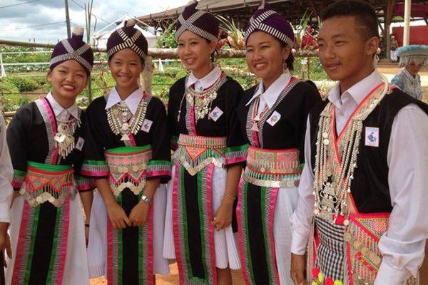 Jeunes filles hmongs