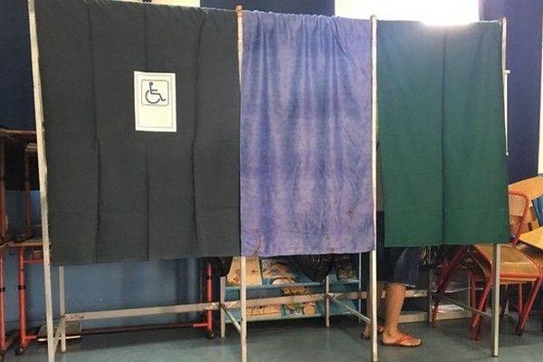 Election législative partielle 23 septembre 2018 isoloir vote