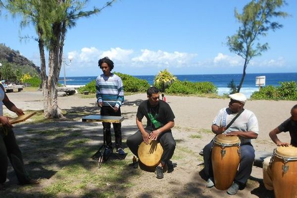 Picnic péï : famille Doxiville, musiciens maloya