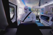Un ambulancier calédonien part en intervention pendant la pandémie de Covid, septembre 2021.