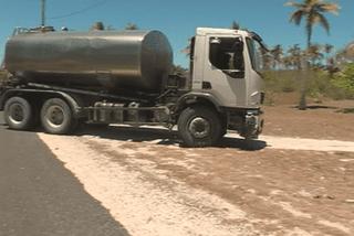 Ouvéa : distribution d'eau par camion citerne