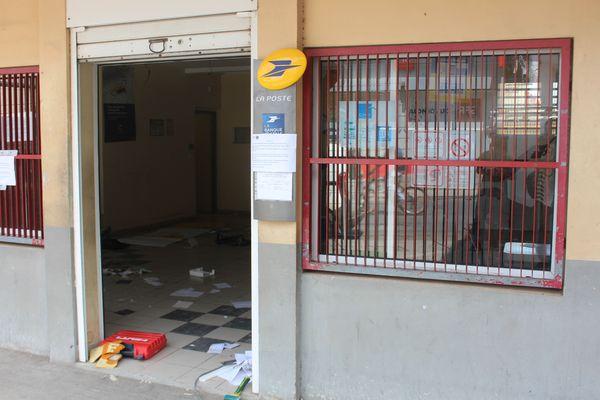 Le bureau de poste de Labattoir en travaux