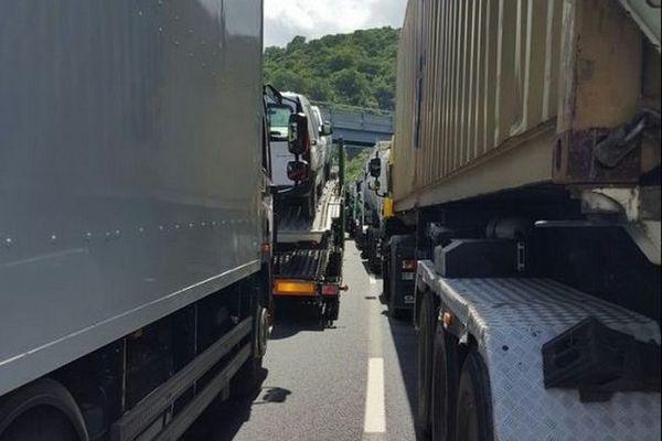convoi poids lourds camion transport