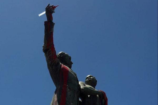 Statue V. Shoelcher