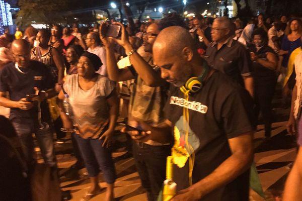 Crise Guyane Nuit de négociation 21 avril devant la préfecture de Cayenne