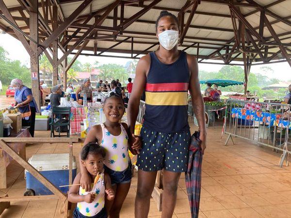 Une famille en balade à Cacao