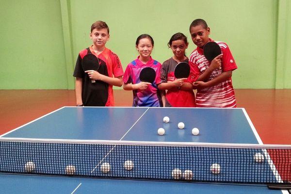 De jeunes cagous à l'ITTF Oceania Hopes Week