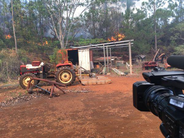 Incendie de Mouirange, exploitation agricole et flammes 2 (11 janvier 2018)