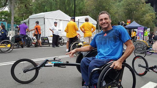 Pierre Fairbank à la course en fauteuil de l'Australia Day à Sydney, 26 janvier 2018