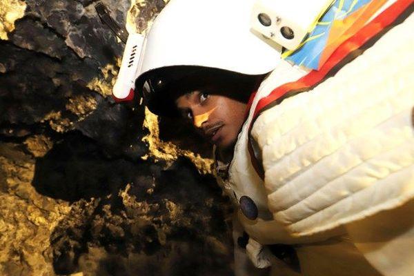Peter Weiss, directeur du département spatial du COMEX dans une caverne à Saint-Philippe